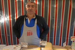 Fromagerie : Christian Cavalloty au marché de Verneuil sur Seine