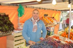 Primeur : Karim TAMANI au marché de Verneuil sur Seine