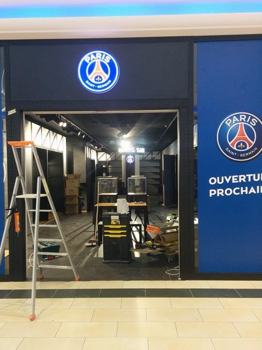A Achères, une boutique du PSG ouvre dans la galerie marchande du centre commercial Le Grand Cèdre début septembre