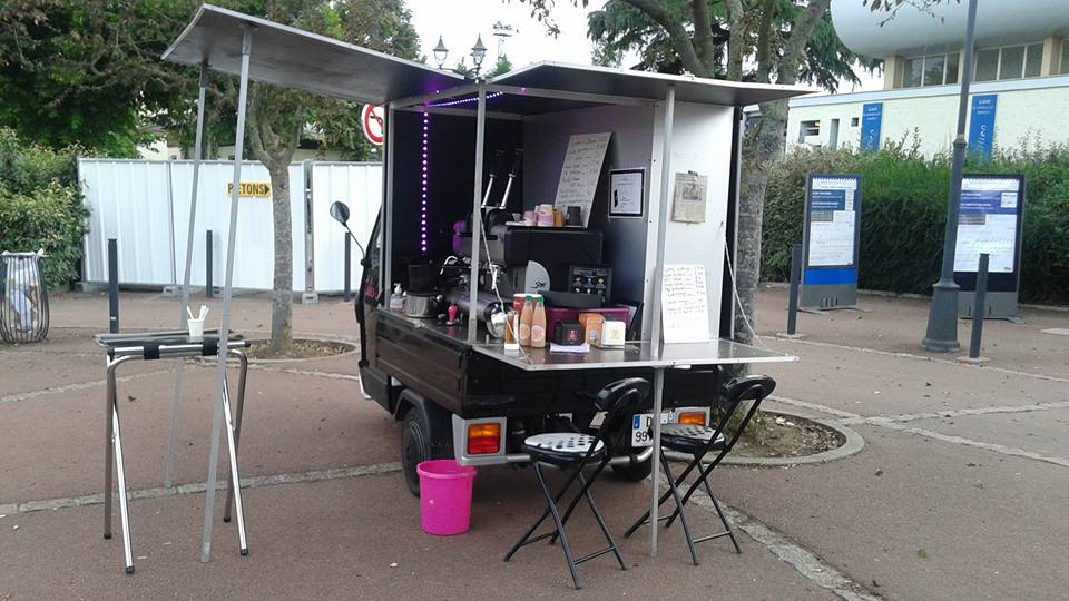 Lolie's Café au marché et à la gare de Verneuil sur Seine