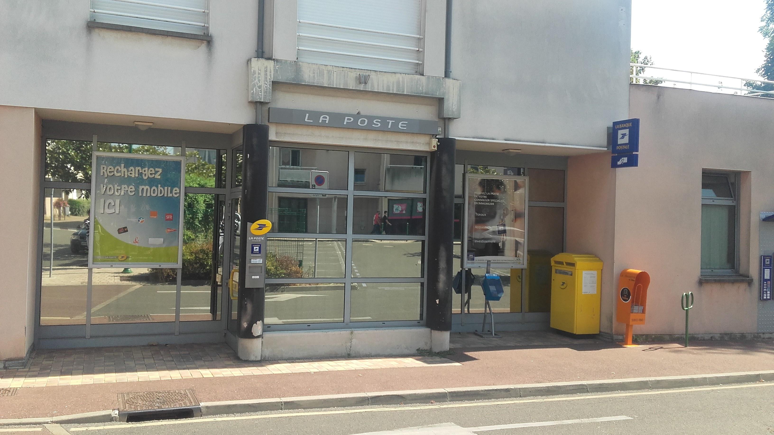 La Poste dans le centre ville de Vernouillet